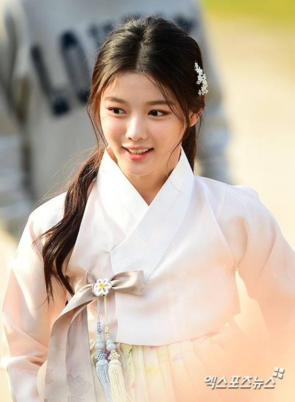 diễn viên xinh đep kim yoo-jung.