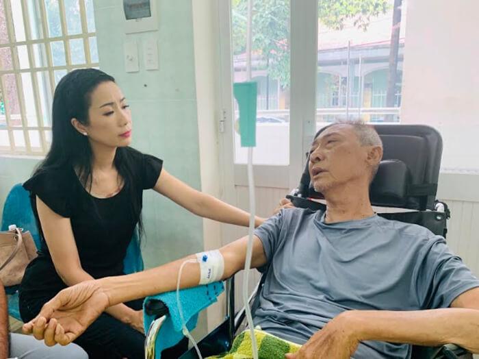 Nghệ sĩ Trịnh Kim Chi thăm Lê Bình
