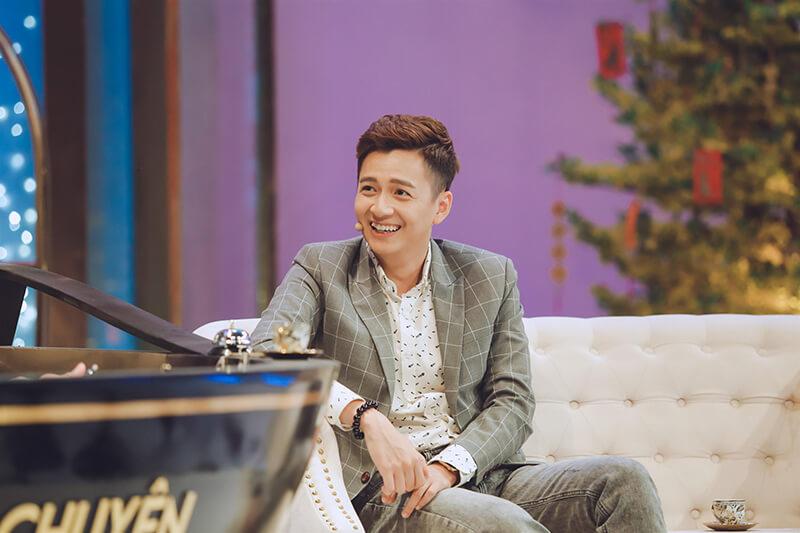 Hiện nay Ngô Kiến Huy đang xuất hiện dày đặc với vai trò làngười dẫn chương trình.