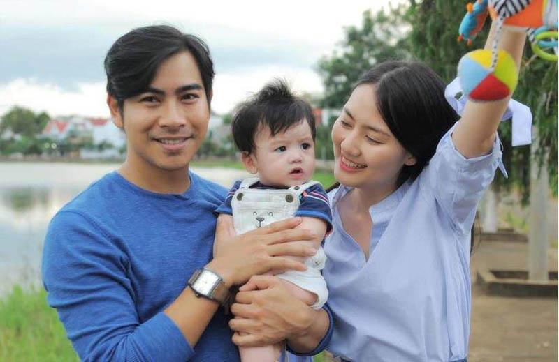 Hiện tại, kết tinh tình yêu của họ là một cậu con trai đầu lòng vô cùng đáng yêu tên bé Phôi.