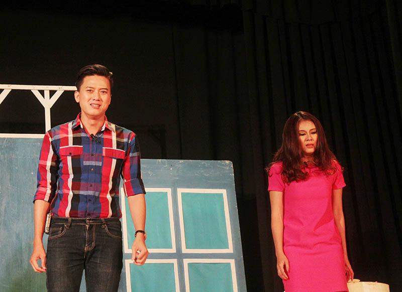 Anh được khán gỉa biết đến khi diễn xuất tại sân khấu Nụ Cười Mới