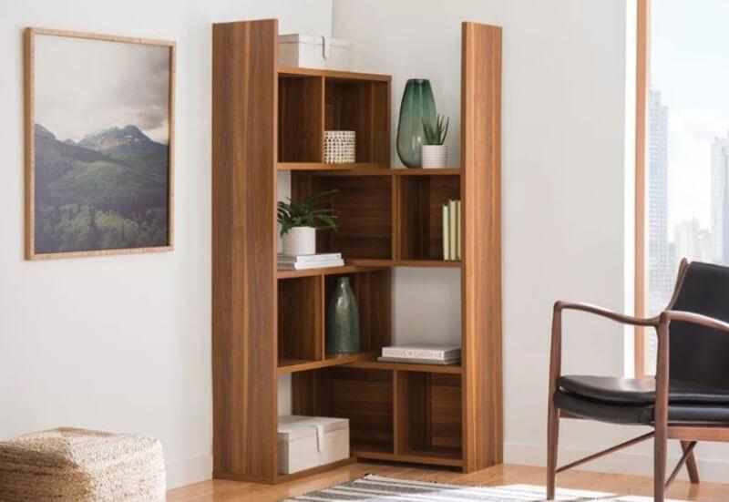Trang trí nhà nhỏ đơn giản bằng kệ góc tường vừa đơn giản vừa tiết kiệm diện tích